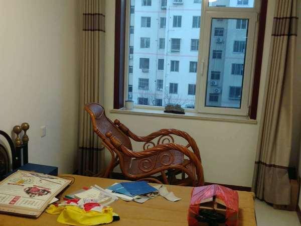 威海一中旁边精装修3楼西边户带储藏室