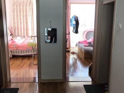 小商品南精装69平3楼 1996年 3室1厅 中等装修 有草厦