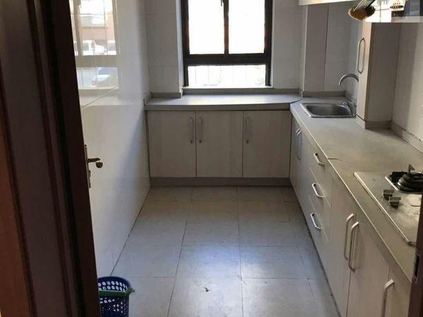 出售华能学府佳园3室2厅1卫95平米2楼,带8平草厦售125万住宅