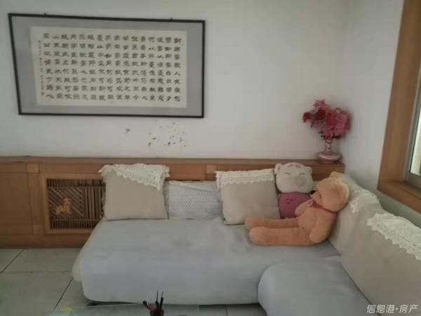 新都校区房3室简单装修南北通透带外开门储藏室