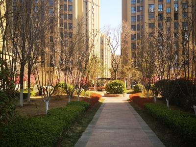 威高花园熙和苑,128平三室向阳,两卫,南大门附近车位储藏室