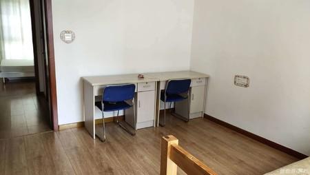 钦村威高花园小高层10楼92平2室2厅精装修带储藏室!
