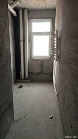 世昌大道 田村B区21层复试135平加135平6室4厅3卫毛坯房!