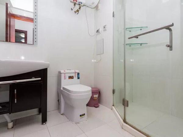 高区 国际国际海水浴场 精装修 拎包入住 一线海景 价格可议