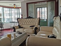 海水浴场蓝天广场 96平三室两厅带家具家电售110万