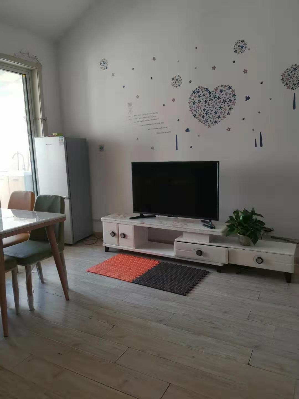 昌鸿E区两居室精装修阁楼出租配套齐全可三个月付