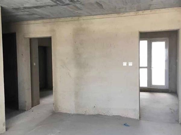 高新花园135平15楼 2012年3室2厅无草厦带车位175.8万