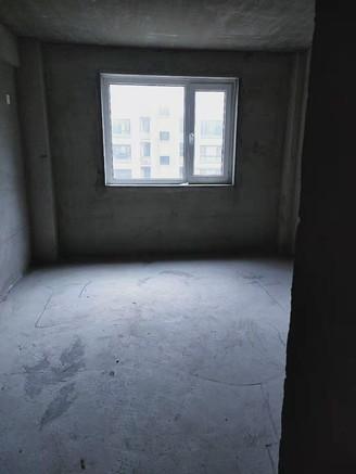 威高花园熙和苑 多层104平3室 毛坯 带车位草厦子4楼
