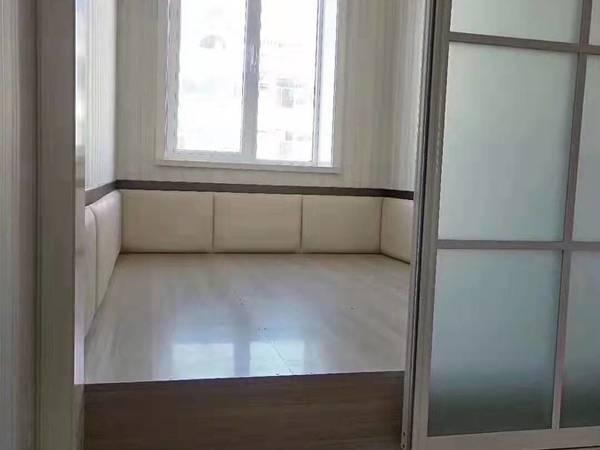 望海园中学学区房,西边户88平精装带家具,带草厦子,拎包入住