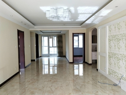 威高花园熙和苑小高层123平豪华装修带车位 带草厦子全明户型