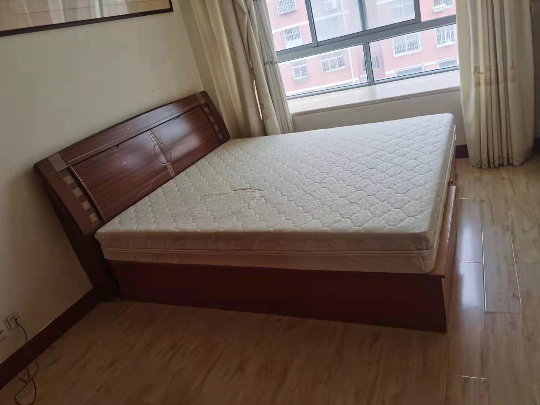 寨子 住人4楼 3室 地暖 家具家电全 中等装修 干净整洁 月租金1500元