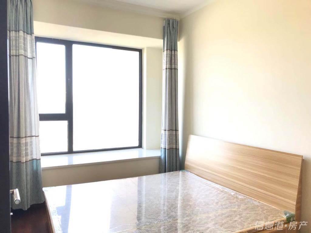 华发九龙湾一期110平三室两厅一卫精装修家电齐全月租4000拎包入住
