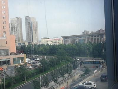 乐天双子星位于经区汽车站附近,二中对面,繁华商圈。