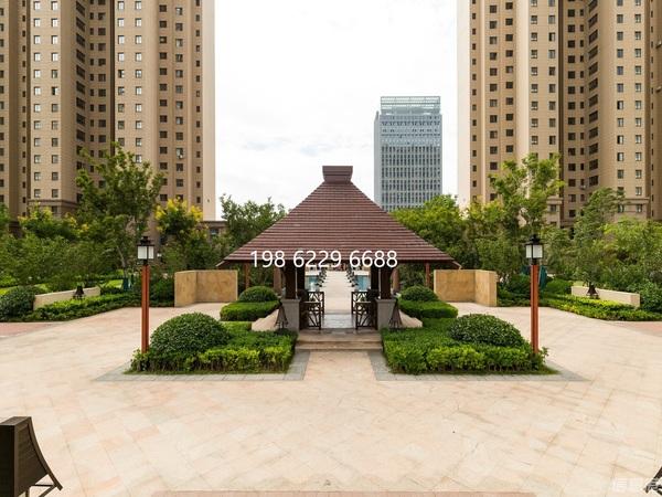 九龙城商圈 华发九龙湾 一期 高层精装3室2厅2卫 全新家具 首 次出租