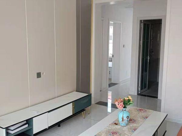 花园南路二楼精装 两室一厅一卫 60平65.8万南北通透 有储藏室