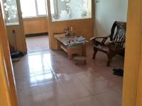 西钦村小区 住人四楼西边户 有个外开门储藏室