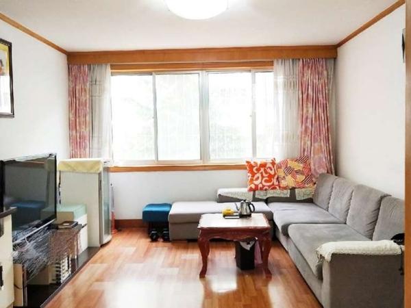 皇冠北区地暖住人一楼,三室向阳,南北通透,全明户型带草厦