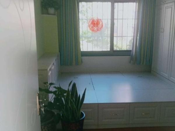 小城故事精装婚房一楼带30平小院,带草厦,带家具,边户