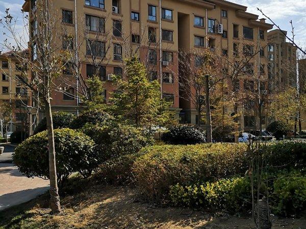 威高花园熙和苑,94平方,两室向阳,130万,带草厦子
