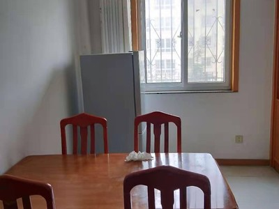 昌鸿C区一楼带花园两室两厅中等装修楼房出租配套齐全