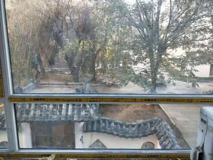 王 府家园一楼带花园错层毛坯房出售