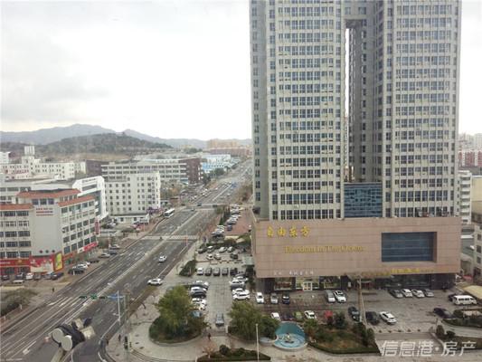 高区自由东方酒店北侧相邻高发商厦南向公寓39平