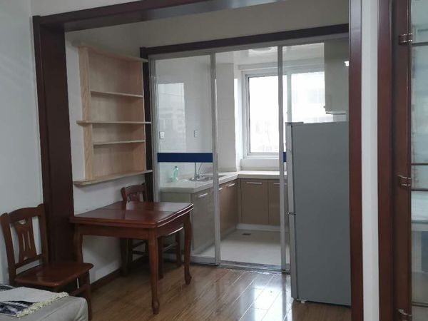 昌鸿C区精装修三居室楼房出租