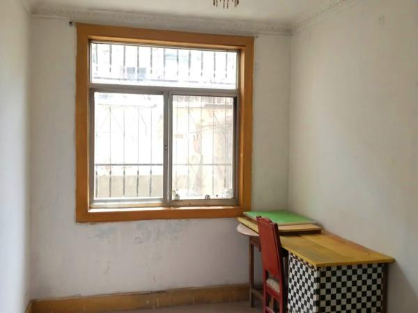 古陌市场长征学校侧1楼62平三室带院子1000/月