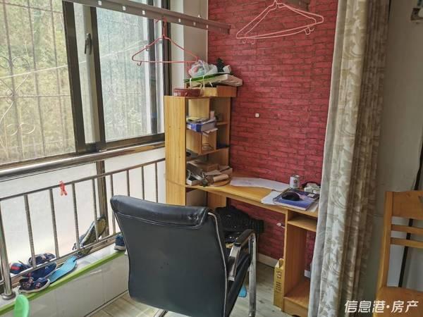 实验中学鸣翠花园一楼2室71平简装带储藏室84.5万