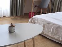 精装单身精装公寓出租,有空调暖气电视宽带热水器,能做饭有抽油烟机,交通便利