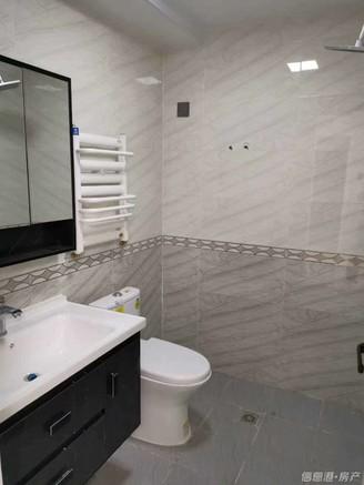 潍坊路住人一楼精装修好房74平方仅售71.8万带个草厦子