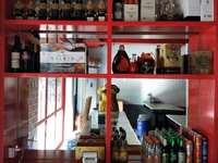 转让文化西路美食一条街商铺。110平米6000元/月商铺