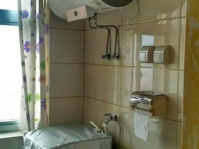 理想山 两室一厅 豪华装修 首次出租