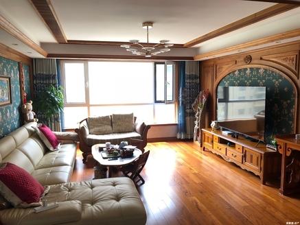 出售山花泰和府4室2厅2卫一梯一户花园洋房