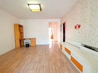 高区一中新世纪家园多层住人四楼两室两厅简单装修