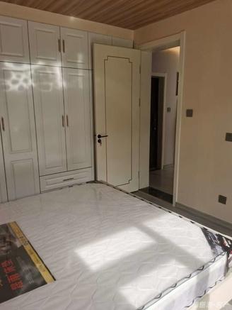 市中心 住人2楼 精装修 地暖 带全新家具 附近是塔山公园 南山小学 城里中学