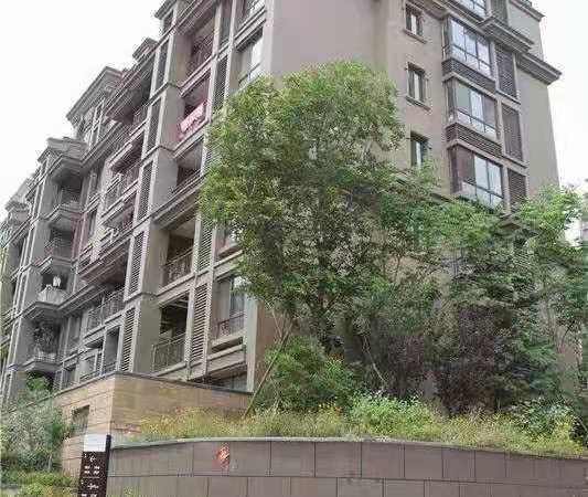 蔚海新天地多层二楼西边户 带20平储藏室一个